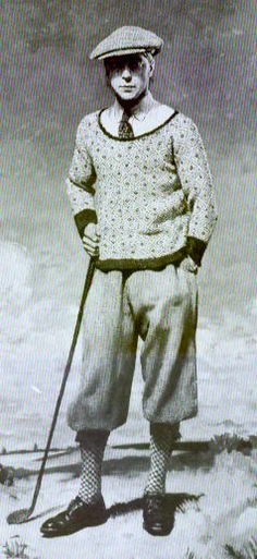Picture of Duke of Windsor in Plus Fours. Men wore pull over sweaters, plus fours, and tall socks. They wore these outfits while playing golf and doing other activities 1940s Mens Fashion, Vintage Fashion, Mode Masculine, Legend Of Bagger Vance, Plus Fours, Vintage Cycles, Golf Attire, Tweed Run, Golf Fashion