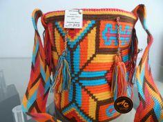 Risultati immagini per wayuu bag Tapestry Crochet, Boho, Diaper Bag, Weaving, India, Knitting, Crafts, Tutorials, Image