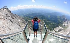 Offering vertiginous views of the Alps, the newly opened Hängebrücke am Dachstein is the highest suspension bridge in Austria. Dachstein Austria, Sky Walk, Cycling Holiday, Suspension Bridge, Gondola, Adventure Is Out There, Places To See, Travel Destinations, Deck