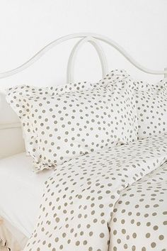 polka dot bedding // urban outfitters