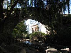 El Puente medieval sobre la garganta. Es el camino hacia La Garganta y la Sierra de Béjar de una belleza extraordinaria.