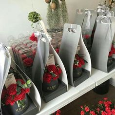49 ideas flowers box diy for 2019 How To Wrap Flowers, Love Flowers, Dried Flowers, Paper Flowers, Beautiful Flowers, Diy Flower Boxes, Flower Box Gift, My Flower, Flower Packaging