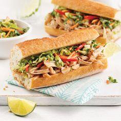 Poulet effiloché à l'asiatique à la mijoteuse - 5 ingredients 15 minutes Sandwiches, Coco, Quinoa, Food And Drink, Magazines, Courge Spaghetti, Copyright, Hamburgers, Bagels