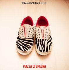 Per essere davvero #cool #scarpe #LeatherCrown #zebrato #borchie