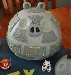 Angry Birds Star Wars Cake. am thinking: a rounded cake base (so you still have cake) that connects to the smash cake top (c.f. j's rocket birthday) with lots of goodies inside once you've smashed the death star.