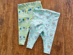DIY Nähanleitung: Leggings für Babys // DIY sewing tutorial: a pair of leggings for babies via DaWanda.com
