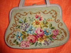 Vintage Handtaschen - Tasche*Vintage*Gobelin*geblümt*Stickerei* - ein Designerstück von SweetSweetVintage bei DaWanda
