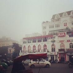 """Giới trẻ thích thú ghi lại hình ảnh """"Hà Nội mù sương"""" sáng nay   Kênh14.vn"""