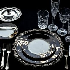 Designed to perfection to reflect your suave choice, this bone china is just hard to miss. With this #dinner #set, you will surely leave a lasting impression on your guests.