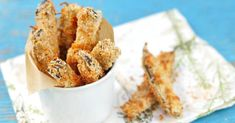 Recette de Bâtonnets d'aubergine panés cuits au four. Facile et rapide à réaliser, goûteuse et diététique. Ingrédients, préparation et recettes associées.