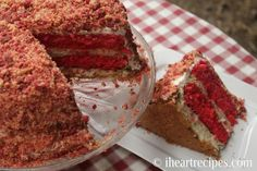 This strawberry shortcake cheesecake is easy to make as it combines the best of strawberry cheesecak. Vanilla Wafer Banana Pudding, Strawberry Shortcake Cheesecake, Strawberry Cobbler, Strawberry Recipes, Whipped Cream Cheese Frosting, Whipped Topping, I Heart Recipes, Simple Recipes, Crunch Cake