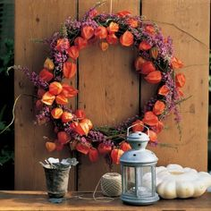 made with sprigs of heather and physalis branches Wreaths And Garlands, Xmas Wreaths, Autumn Wreaths, Halloween Garland, Halloween Diy, Halloween Decorations, Seasonal Decor, Fall Decor, Orange Lanterns