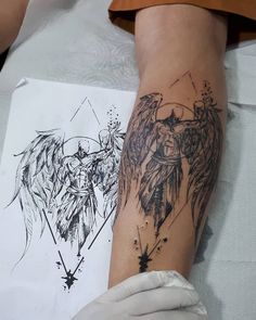 Female Angel Tattoo: 80 Ideas For Skin Marking With .- Tatuagem de anjo feminina: 80 ideias para marcar a pele com estilo Female Angel Tattoo: 80 Stylish Skin Marking Ideas - Diskrete Tattoos, Tricep Tattoos, Bauch Tattoos, Neue Tattoos, Body Art Tattoos, Sleeve Tattoos, Tatoos, Angel Tattoo Designs, Tattoo Sleeve Designs