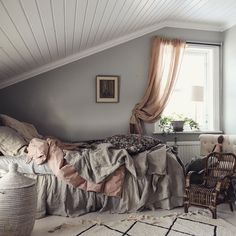 Dan Attic Bedrooms, Curtains, Home Decor, Blinds, Decoration Home, Room Decor, Draping, Home Interior Design, Picture Window Treatments
