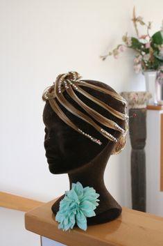 Nofreta Kristall mit Zusatzteil B Competition Hair, Fashion, Crystals, Moda, Fashion Styles, Fashion Illustrations