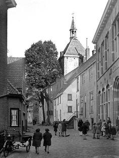 De Dieventoren, ook wel Latijntje genoemd, is een middeleeuwse toren in Amersfoort. De toren is onderdeel van de monumentale Muurhuizen en is een rijksmonument. 1947