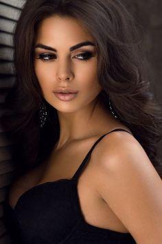 Buy Closeup portrait of beautiful brunette by FlexDreams on PhotoDune. Closeup portrait of beautiful brunette Beautiful Eyes, Most Beautiful Women, Dead Gorgeous, Brunette Beauty, Woman Face, Pretty Face, Pretty Woman, Beauty Women, Poses