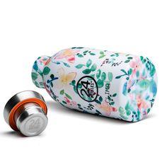 Die kleine CLIMA Thermosflasche 0,33 L von 24Bottles mit blumigen Print. Die doppelwandige, kompakte Isolierflasche little buds aus Edelstahl. #DKLB #24Bottles #24 Bottles #Trinkflasche #Thermosflasche #Isolierflasche #CLIMA #steel #Edelstahl #Flower #little buds #Designtrinkflasche Little Buds, Sunglasses Case, Bottle, Products, Drinking Water Bottle, Flasks, Stainless Steel, Drinking, Flask
