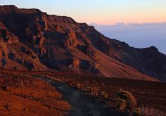 Hotels-live.com/pages/sejours-pas-chers - Photo by @tylermetcalfe // Beautiful light this morning in the Haleakalā volcano. I was up at 2am in order to catch this one but ended up making it down into the crater about two hours before sunrise and spent some quality time with the stars. It was dark and cold and the wind was fierce but moments like these are gifts for those who are accepting of the elements. Haleakalā National Park Maui Hawaii. #findyourpark Hotels-live.com via…