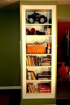 Awesome tutorial on how to build recessed bookshelf when remodeling a room!