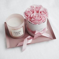 Die kleine Flowerbox mit konser… A small arrangement to get involved. The small Flowerbox with preserved roses in Bridal Pink can be combined well on a tray. Flower Box Gift, Flower Boxes, Deco Floral, Arte Floral, Small Flowers, Beautiful Flowers, Preserved Roses, Flower Packaging, Engagement Decorations