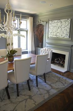 In the Spotlight: Erin Gates from Elements of Style. Love this dining room Dining Room Inspiration, Home Decor Inspiration, Erin Gates, Interior Decorating, Interior Design, Decorating Ideas, Decor Ideas, Dining Room Design, Dining Rooms