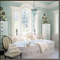 Dream Bathtub and Beautiful Arched Window!