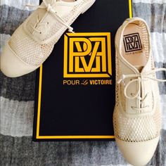 Pour La Victoire Oxfords Sz 7 Great pair of Oxfords for summer. Can be worn w/ skinnies or a dress, even shorts! I like them w/ a pair of printed socks!❤️totally comfy to walk in! Worn once! Pour la Victoire Shoes Flats & Loafers