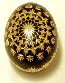 eggs with straw Emu Egg, Carved Eggs, Egg Tree, Ukrainian Easter Eggs, Faberge Eggs, Egg Shape, Egg Decorating, Egg Shells, Holiday Ornaments