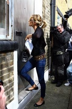 Sienna Miller wore a pair of Siwy Jeans whilst out and about in London this week. Is it me or does she look a lot like Kate Moss (who is also a fan of Siwy) in these photos. Estilo Sienna Miller, Sienna Miller Style, Kate Moss, Estilo Cool, Skinny, Mode Style, Her Style, Casual Chic, Passion For Fashion
