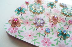 Pretty vintage earrings as thumbtacks {DIY}