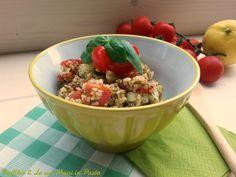 Il taboulè é un piatto fresco ed estivo a base di bulgur, condito con cipolle, pomodori e cetrioli, ideale per i vegetariani e i vegani.