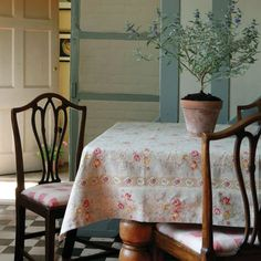Outstanding modern french country decor are available on our website. Take a look and you wont be sorry you did. French Country Kitchens, French Country Cottage, French Country Style, French Country Decorating, Cottage Decorating, Decorating Ideas, Country Charm, Rustic Charm, Country Décor