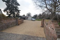 Gravel Driveways provide two types of professionally installed driveway surface; Stabilised Gravel and Resin Bound Gravel.