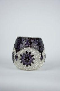Paso a paso aprende cómo hacer adornos con la técnica de mosaico ~ cositasconmesh Mosaic Planters, Mosaic Garden Art, Mosaic Vase, Mosaic Flower Pots, Mosaic Diy, Mosaic Crafts, Mosaic Projects, Mosaic Artwork, Stained Glass Designs
