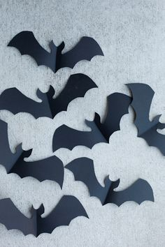 Festive Halloween Porch Tricks - Real Time - Diet, Exercise, Fitness, Finance You for Healthy articles ideas Halloween Bat Decorations, Halloween Backdrop, Halloween Porch, Halloween Crafts For Kids, Holidays Halloween, Fall Crafts, Holiday Crafts, Happy Halloween, Paper Bat