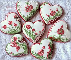 Red-White-Green flowers and hearts decorated valentine sugar cookies Lace Cookies, Flower Cookies, Fun Cookies, Easter Cookies, Cupcake Cookies, Sugar Cookies, Cookie Bouquet, Cookie Favors, Christmas Cookies