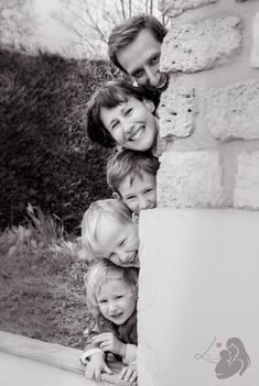 Photo de famille – Mom (Dad) & Me… – photos Photo Portrait, Family Portrait Photography, Portrait Poses, Family Portraits, Family Picture Poses, Family Photos, Couple Photos, Shooting Photo Famille, Shotting Photo