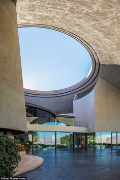 Bob Hope's Iconic Home designed by John Lautner in 1973
