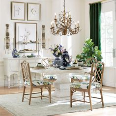 Living Room Table Centerpieces Luxury Centerpieces for Your Dining Room Family Dining Rooms, Table Decor Living Room, Dining Room Furniture, Dining Chairs, Family Room, Room Decor, Wall Decor, Dining Room Table Centerpieces, Pedestal Dining Table