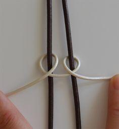 New knot 5 Step 1 Macrame Bag, Macrame Jewelry, Macrame Bracelets, Bracelet Knots, Braided Bracelets, Bracelets For Men, Old Jewelry, Jewelry Making, Leather Bracelet Tutorial