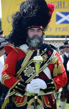 or does this belong in Dressed to the Nines? Scottish Dress, Scottish Culture, Scottish Fashion, Traditional Scottish Clothing, British Army Uniform, Scotland History, Drum Major, Highland Games, Men In Kilts