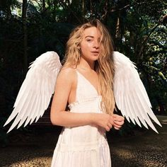 Even though I know the wings are edited she does look like an angel. angel halloween costumes : Even though I know the wings are edited she does look like an angel. Trendy Halloween, Halloween Inspo, Halloween Halloween, Starbucks Halloween, Vintage Halloween, Halloween Makeup, Angel Halloween Costumes, Halloween Outfits, Celebrity Halloween Costumes