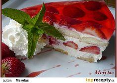 Nepečený tvarohovo-pudinkový dortík s jahodami a želé recept - TopRecepty.cz