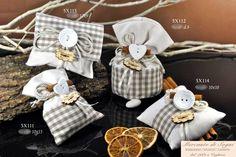 """Mercante di Sogni - Voghera - Bomboniere e Stampati dal 1969 - Vendita ai privati: 12/14/14  Collezione """"800"""" - BOTTONI - Tessuto quadrettato grigio/bianco - Pochette - Cuscino - Sacchetto - Sacchettone -   Linea di bomboniere in tessuto a quadretti grigio/bianchi, con applicazione di bottoni bianchi e cannella. Articoli di ottima qualità perfetti per tutte le cerimonie.  Read more: http://mercantedisognivoghera.blogspot.com/2014_12_14_archive.html#ixzz3MS8yevSQ"""