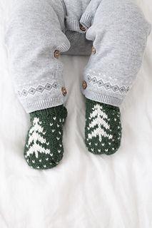 Vintergransokker - strikkeoppskrift på babysokker Baby Socks, Needles Sizes, Baby Knitting Patterns, Knitting Socks, Ravelry, Knitwear, Stitch, Traditional, Design