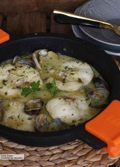 Image in FISH collection by . Salsa Verde, Fish Recipes, Seafood Recipes, Cooking Recipes, Spanish Food, Fish And Seafood, Tapas, Pork, Food And Drink