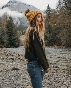 Beanie Outfit - mustard beanie hat and winter mountains Winter Outfits For Teen Girls, Cute Winter Outfits, Fall Outfits, Casual Outfits, Holiday Outfits, Beanie Outfit, Camping Outfits, Travel Outfits, Camping Fashion