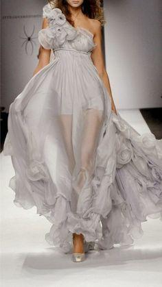 Elegante-kleider-hell-durchsichtbar-grau