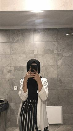 Hijab Fashion 720927852839364203 - Source by lylydebieche fashion hijab Hijab. Ab muscles word conjures Tesettür Mont Modelleri 2020 outfit Source by Hijab Casual, Hijab Chic, Modern Hijab Fashion, Muslim Fashion, Modest Fashion, Aesthetic Fashion, Street Hijab Fashion, Fashion Models, Vogue Fashion